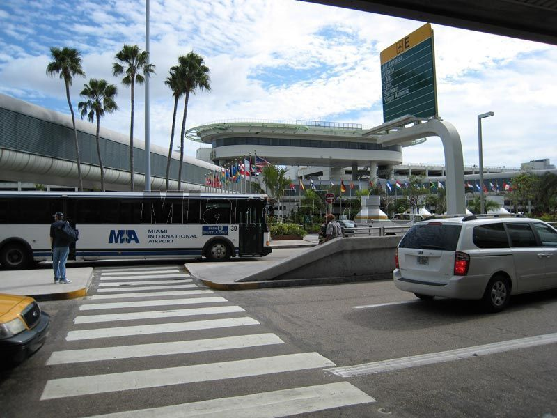 how to get to miami airport